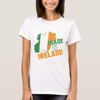 Le jour de Patrick de saint fait dans le T-shirt