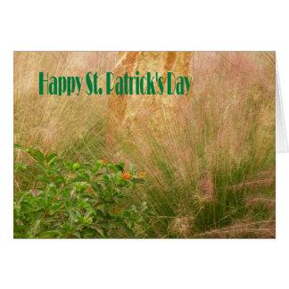 Le jour de St Patrick de carte avec des plantes