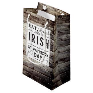 Le jour vintage de St Patrick en bois irlandais Petit Sac Cadeau