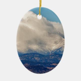 Le jumeau fait une pointe la vue de temps d'hiver ornement ovale en céramique
