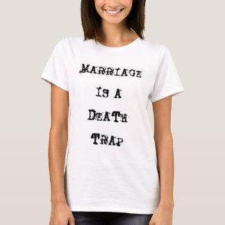 Le mariage est un T-shirt de blanc de piège de la