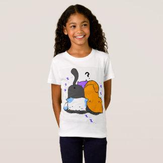 Le minou mignon badine le T-shirt
