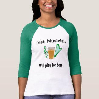 Le musicien irlandais - jouera pour le T-shirt