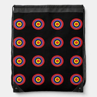 le noir vise le sac à dos de cordon
