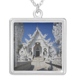 Le nouveau tout le temple blanc de Wat Rong Khun Collier