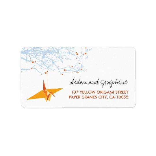 Le papier orange tend le cou des étiquettes de