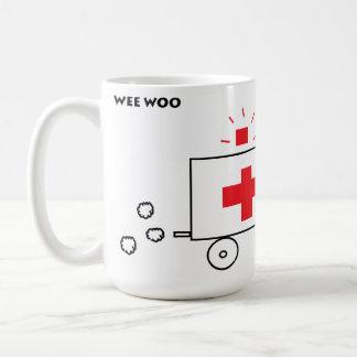 Le peu courtise l'ambulance mug