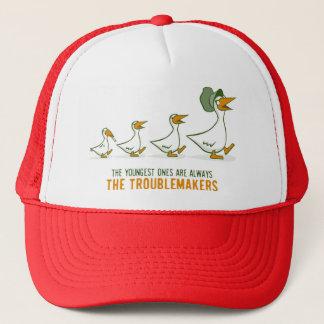Le plus jeune est toujours les fauteurs de casquette