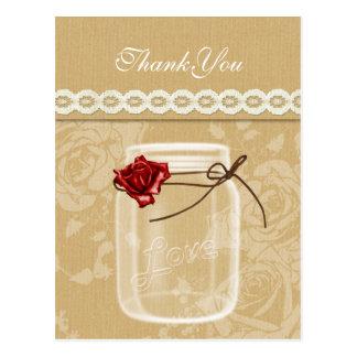 le pot de maçon de toile de jute et de rose rouge cartes postales