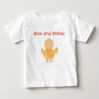 Le poulet de poussin de bébé de hausse et d'éclat t-shirt pour bébé