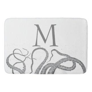 Le poulpe nautique de monogramme initial fait sur tapis de bain