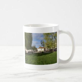 Le Pub de moulin et l'étang de moulin à Cambridge Mug Blanc