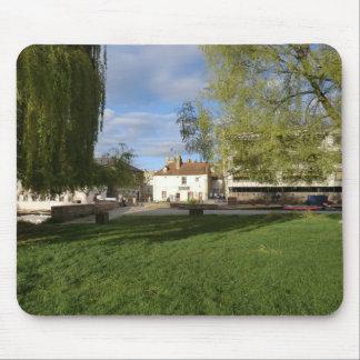 Le Pub de moulin et l'étang de moulin à Cambridge Tapis De Souris