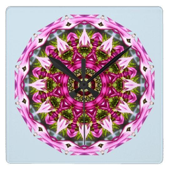 Le ressort se développe, dentelle, Fleur-Mandala, Horloge Carrée