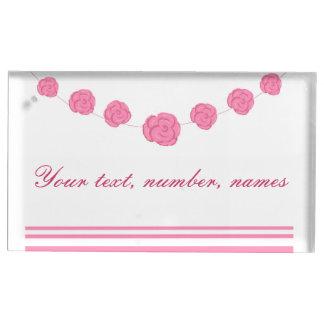 Le rose et les rayures de rose épousant la table porte-carte de table