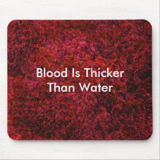 Le sang est plus épais que l'eau tapis de souris