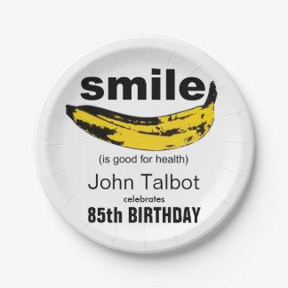 Le sourire est la bonne 85th plaque à papier de assiettes en papier