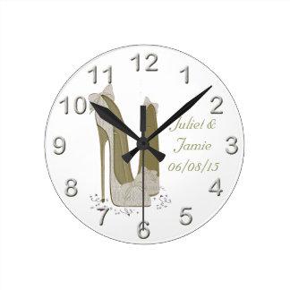 Le stylet de mariage chausse des cadeaux d'art horloge ronde