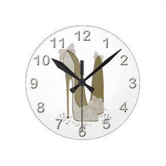 Le stylet de mariage chausse l'art horloge ronde