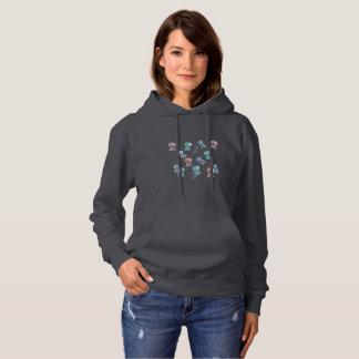 Le sweatshirt à capuchon des femmes avec des