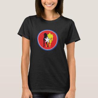 Le T-shirt des femmes d'insigne d'équipe de super