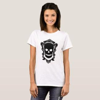 Le T-shirt des femmes encadrées de crâne
