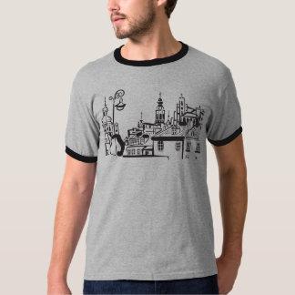 Le T-shirt du vieil homme de ville