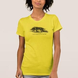Le T-shirt jaune de papier peint