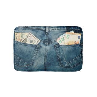 Le tapis de bain avec l'euro et les dollars dans
