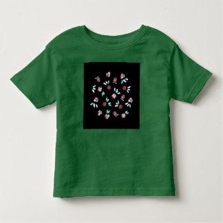 Le trèfle fleurit le T-shirt d'enfant en bas âge