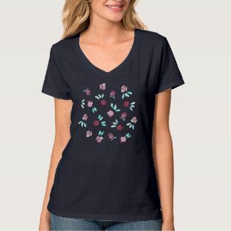 Le trèfle fleurit le T-shirt du V-Cou des femmes