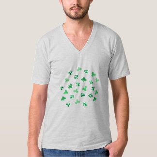 Le trèfle laisse le T-shirt du V-Cou des hommes