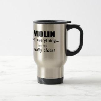 Le violon n'est pas tout mug de voyage