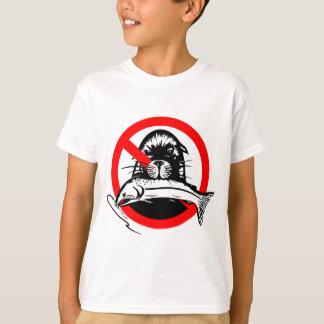 Le voleur saumoné badine le T-shirt