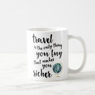 Le voyage vous fait une tasse plus riche de