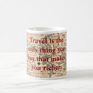 Le voyage vous rend plus riches - tasse de café