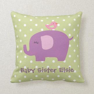 L'éléphant et l'oiseau mignons de bébé ont coussins carrés
