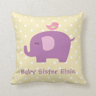 L'éléphant et l'oiseau mignons de bébé ont oreillers