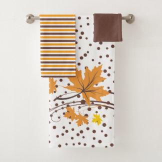 L'érable part de l'ensemble orange et brun de