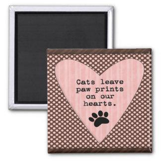 Les chats laissent des empreintes de pattes sur magnet carré