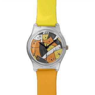 Les chats observent la montre-bracelet Y/O des Montres Cadran