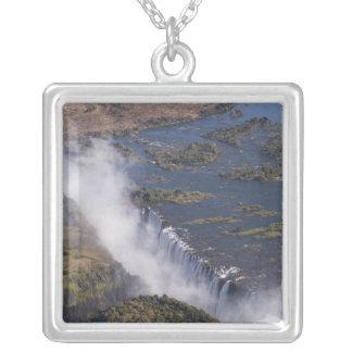 Les chutes Victoria, rivière de Zambesi, Zambie - Collier