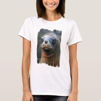 Les dames humides de joint ont adapté le T-shirt