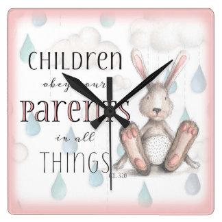 Les enfants obéissent votre rose de 3h20 de horloge carrée