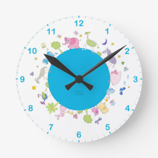 les enfants ont illustré l'horloge murale horloge ronde