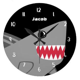Les enfants ont personnalisé le requin gris mignon grande horloge ronde