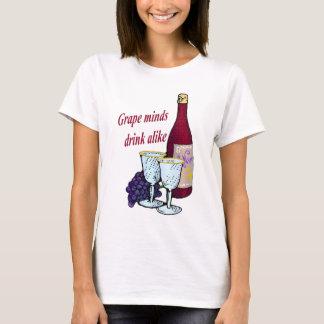 Les esprits de raisin boivent le T-shirt semblable