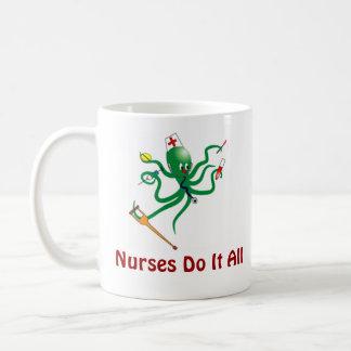 Les infirmières le font tout mug