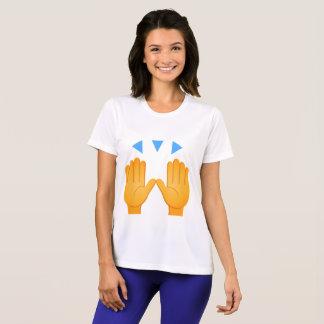 Les mains ont soulevé Emoji T-shirt