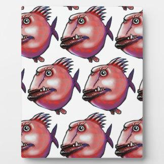 les poissons de visage de cicatrice ont couvert de photo sur plaque